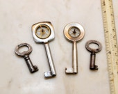 4 Antique Keys Hardware Door Lock Key Steampunk Necklace Pendant Miniature Lot