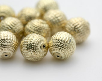 Vintage Lucite Etched Gold Round Beads Carved 13mm (12)