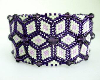 Beaded Bracelet  / Peyote Bracelet with Swarovski Crystals in Purple and Violet / Seed Bead Bracelet / Herringbone Bracelet /  Statement