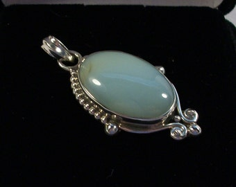 Pretty Chalcedone and Silver Pendant/Necklace