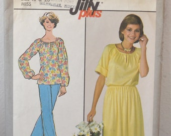 Vintage Women's Pullover Shirt, Skirt, and Pants 1978 Sewing Pattern Simplicity 8352 Size 18 and 20