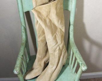 1970s cream suede go go boots 10 M