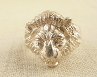 SALE --- Size 9 Heavy Vintage Sterling Lion Head Ring