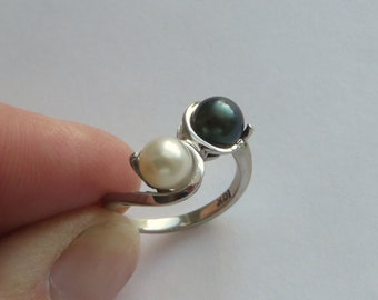 Double Pearl Ring, Black and White Akoya Pearls in solid 10K White Gold, size 5.25, free US first class shipping on vintage