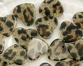 Plastic Charms - 24mm Leopard Print Heart Resin Charms - 6 pc set