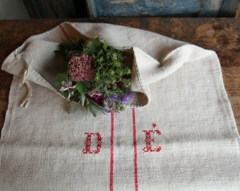 Nr. A242:  antique HAPPY RED grain sack upholstery fabric 22.44 wide