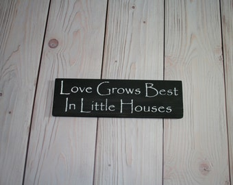 Love grows best - Wood sign - Little houses - Home decor - Wooden sign - Wall decor - Love grows best sign - Housewarming gift - Farmhouse