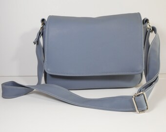 Purse with Flap Shoulder Bag Crossbody Medium-Sized Bag Gray Vinyl Many Pockets Magnetic Snap Zippered Pocket