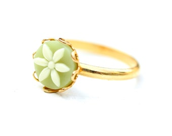 Flower Ring Green, Green Ring, Daisy Ring, Cabochon Ring, Small Round Ring