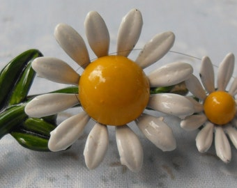 Daisy Brooch Vintage 60s Full Color Metal Double Flowers New Condition Happy