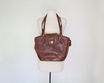 CHESTNUT // classy brown tote with horse buckle