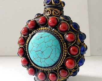 Jeweled Inlay Cabochon Ornamental Brass Chinese Snuff Bottle