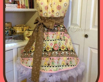 Handmade woman's apron Busy Bee style ON SALE !!!!, Full, insects, kitchen, pretty, Bridal Gifts, kitchy