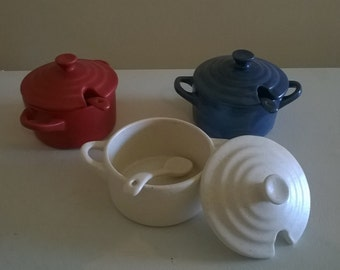 Sea Salt Pot with Spoon - Red, White or Blue