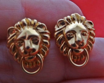 """Vintage  gold tone pierced  .75"""" lion  earrings  in great condition"""