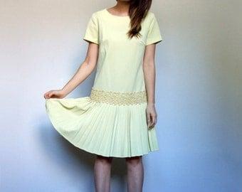 Vintage Mod Dress 60s Dress Scooter Dress Mod Mini Dress Yellow Dress Pleated Dress Drop Waist Dress Pastel Dress - Medium M