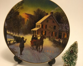 """Vintage 1988 Avon """"Home for the Holidays"""" Porcelain Christmas Plate with 22k Gold Trim"""