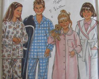 New Look 6585/Sewing Pattern/Children's Pajamas/Nightshirt/Robe/Sleepwear/Chest Size 22-27/Boys/Girls/Kids