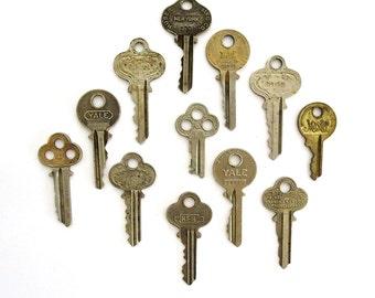 12 vintage keys Antique keys Old keys Writing Numbers Words and letters House keys Flat Rustic Bulk Interesting old keys Metal keys A1 # 5A