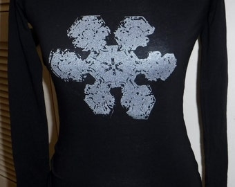 New - No 2 are alike Snowflake t-Shirt short sleeve crew