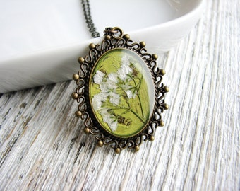 White Baby's Breath Necklace, Pressed Flowers, Resin Botanical Jewelry, Nature Inspired Garden Gift, Bridal Jewelry
