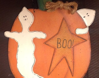 Wooden Halloween sign with pumpkin and ghosts