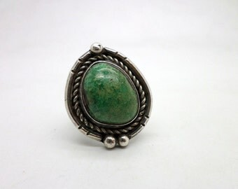 Vintage Green Turquoise and Silver Ring Native American Style