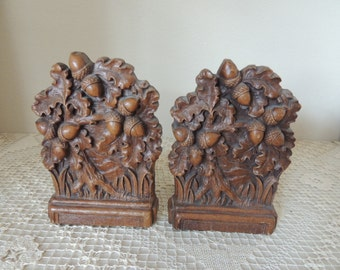 Brown Syroco Acorn and Oak Tree Bookends. Library or Office Rustic Autumn Bookends. Stained Pressed Wood Shelf Sitters