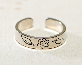 Toe ring in sterling silver with flower and leaves handcrafted and stamped with botantical inspiration - Solid 925 TR426
