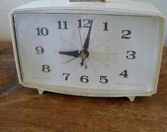 General Electric desk top alarm clock - it works