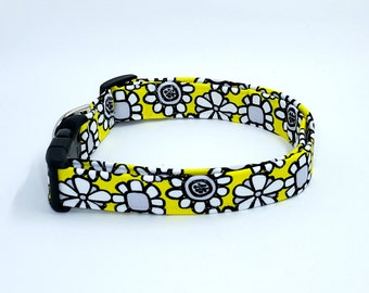 What's The Buzz Black and White Daisies on Bright Yellow Floral Flowers Dog Collar