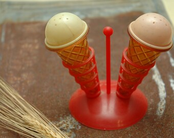 Vintage Ice Cream Cone Salt Pepper Shakers Rockabilly Retro Malt Shop Mid Century Modern Mod Kitchen Decor Ambient Atelier Antique Dealer
