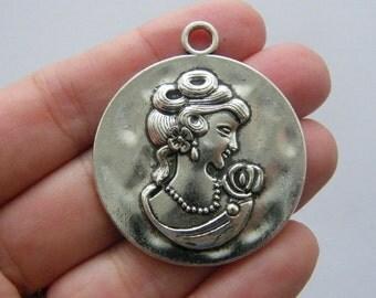 1 Cameo charm antique silver tone P176