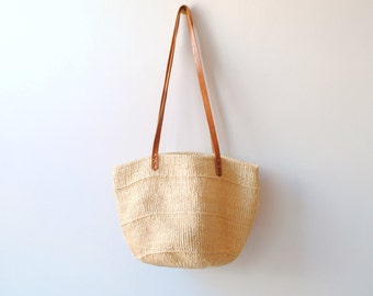 Vintage Woven Straw Beach or Market Tote Bag