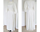 vintage 1950s sophisticated  formal lace  wedding dress - metal zipper - belt - bust 38