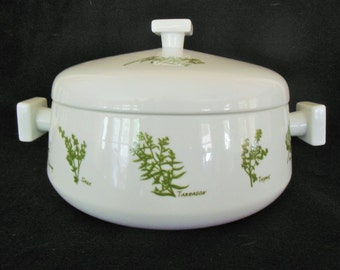 Herb Garden Vintage Covered Casserole, Taste Setters,  3 Qt. Japan