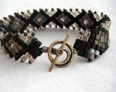 Diamonds and Cubes Bracelet - Moss Green and Champagne
