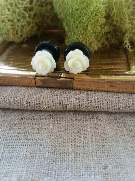 Flower Plugs, Wedding Gauges, Prom Gauges, Cream Roses