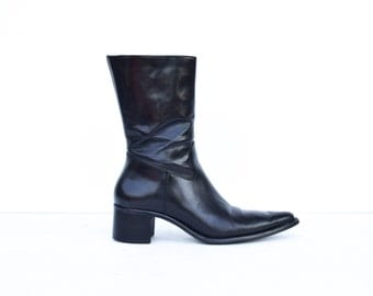 Vintage Minimalist 1990's Pointed Toe Black Leather Women's Chelsea Ankle Boots 7.5 US 38 EU
