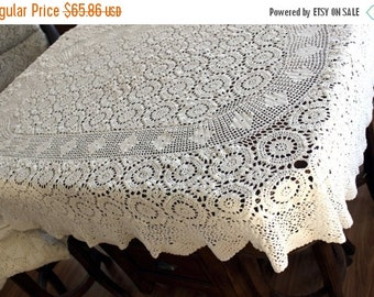 Crochet Tablecloth, Oval Table Cloth, Wagon Wheel Pattern in Off White, Vintage Linens 13468