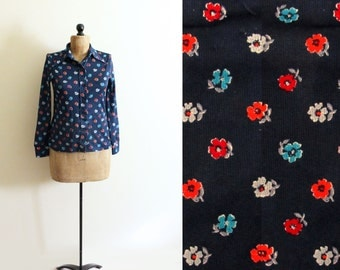 SALE vintage blouse flower print shirt 1970s midnight blue retro floral groovy clothing size s m small medium