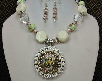 White Cowgirl Statement Necklace Set / Western Bridal / Chunky Gemstone Statement Necklace / Glass & White Coral Necklace - SPRinGTiMe