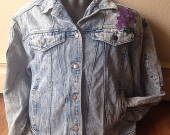Vintage Skipper 1980s denim stone washed jean jacket with grapes applique Guess knock off women's large