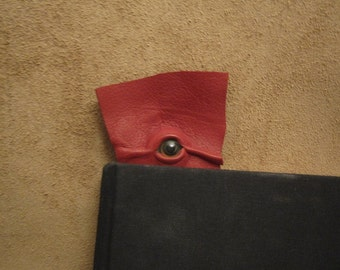 Grichels leather bookmark - red with golden brown fish eye
