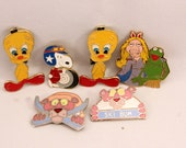 Lot Enamel Cartoon Character Pins Brooches Muppets Pink Panther Snoopy Tweety Bird Juvenile Jewelry