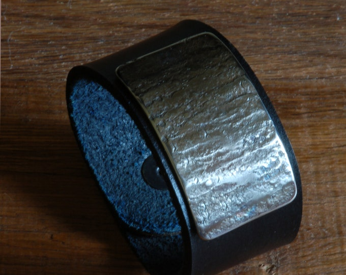 """Navy Blue Bracelet Wrist Cuff Silver Chiselled Hand Forged Stainless Steel Unisex Canadian Hand Dyed Leather Handcrafted Size 7"""" w/ Snaps"""