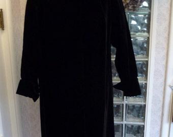 Vintage 50s 1950s Black Velvet Evening Coat Long Sleeve Turned Cuff Wide Collar Swing Coat S Small Medium M