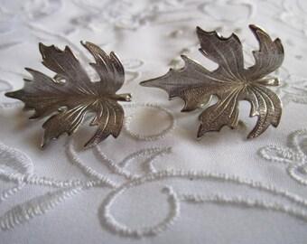 Vintage Lisner Silver Tone Detailed Leaf Clip On Earrings