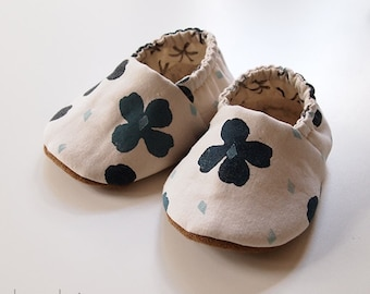 Baby Booties Blue Flower Printed Fabric Slippers Sherpa Fleece Inner Sole size 6-9 months