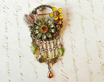 Stunning Vintage Rhinestone Brooch Pin Dangle Flower Butterfly Jewelry